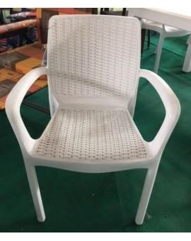 Poltrona sedia con braccioli in resina bianca effetto rattan per esterno