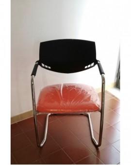 Sedia su slitta cromata per ufficio sala riunioni imbottita finta pelle arancio